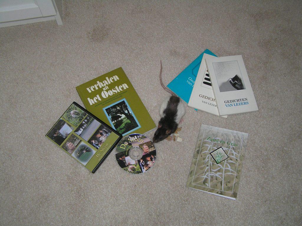 Gedichtenbundeltjes, een verhalenboek en een logeetje met een lange staart